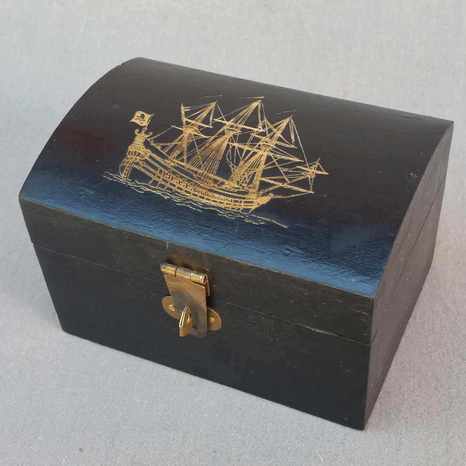 Pirate Chest, Small, with Pirate Ship